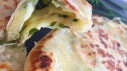 Naans au fromage et aux herbes