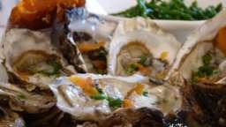 Huîtres de Bouin à la poutargue et salicorne