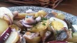 Salade de harengs fumés pommes de terre tièdes