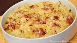 Gratin de macaroni aux oignons et à la pancetta