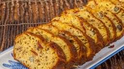 Cake campagnard au pâté, cornichons et huile de noix