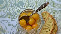Mirabelles à la nage et Cantucci pistache, gingembre et citron