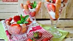 Tiramisu allégé aux fraises bio et yaourt grec