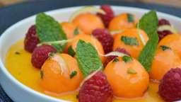 Billes de melon caramélisées à la menthe et framboises