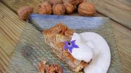 Tarte sablée aux poires et confiture de noix, crème fouettée aux noix
