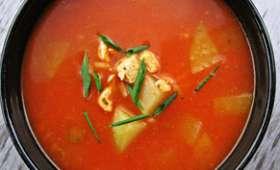 Soupe à la chayote, au poulet et au paprika fumé