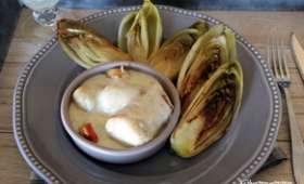 Cassolette de merlu aux Saint Jacques sauce vanille , endives caramélisées au sucre vanillé.