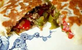 Gözleme - crêpe turque farcie aux poivrons et kefta