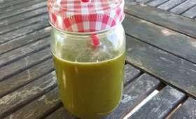Jus vert detox aux épinards, melon et carottes