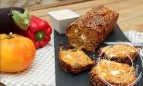 Cake au quinoa, ratatouille, chèvre et pesto