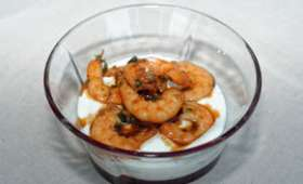 Verrines de crevettes sautées, sauce au yaourt