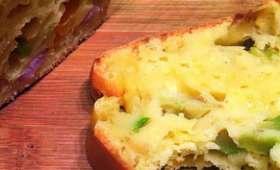Cake express à la mimolette, lardons et courgettes