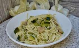 One pot spring pasta courgettes, champignons, petits pois