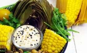 Salade à l'artichaut et épi de maïs
