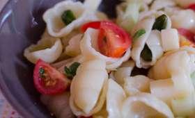 Salade de pâtes aux crudités, au Comté et aux pistaches