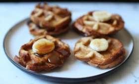 Mini croque-gaufres à la banane et au caramel