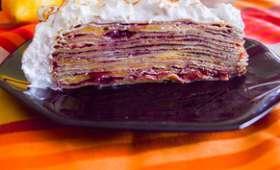 Gâteau de crêpes citron, cassis, framboises