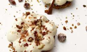Flocons de Noël / sablé pralines, feuillantine &mousse vanille de Tahiti