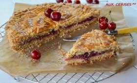 Gâteau basque aux cerises fraîches