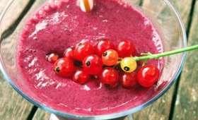 Smoothie crémeux fruits rouges et bananes