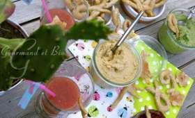 Houmous en trio, taralli au fenouil et smoothie pastèque, fraise, kiwi