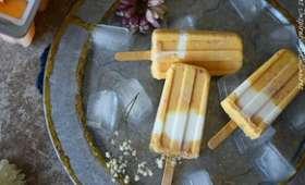 Sucettes glacees aux pêches et yaourt grec