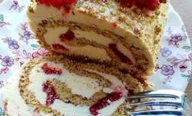 Gâteau roulé pistaches, framboises, chocolat blanc