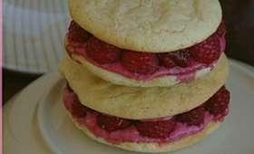 Biscuits à la framboise avec un air de macaron