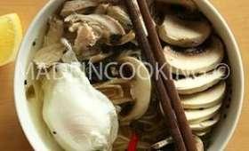 Soupe de soba au poulet et aux champignons