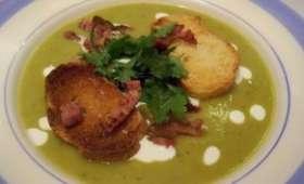 Soupe aux pois cassés lardons grillés croutons aillés