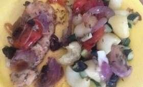 Filet de truite en papillote cuite au barbecue, pipe rigatte aux courgettes et oignons rouges