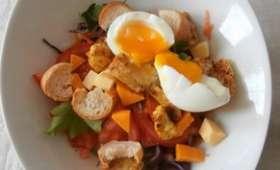 Salade mixte chou rouge, carotte, poulet curry, œuf mollet, gouda, mimolette