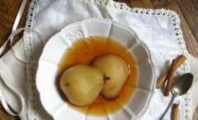 Poires pochées au thé rooibos et à la cannelle