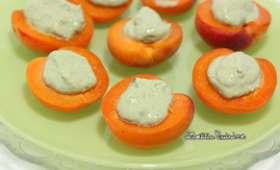 Amuses bouche aux abricots du valais farcis au fromage frais au basilic