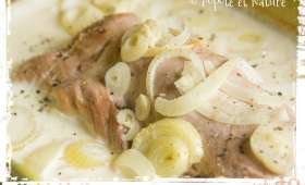 Filet mignon de porc aux oignons et au lait