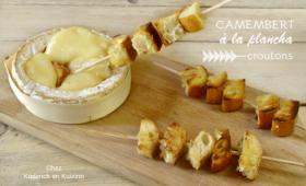Camembert cuit à la plancha et brochettes de croutons