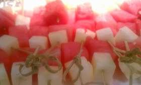Brochettes de pastèque et melon d'Espagne au miel, grillées au barbecue ou à la plancha (Espagne)
