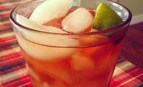 Thé vert glacé à la pêche et au citron