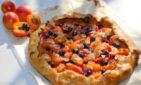 Tarte rustique abricots amandes et bleuets