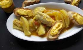 Filets de lotte, bouillon fenouil-safran et croûtons à la rouille