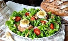 Salade de chèvre chaud et sa sauce épicée