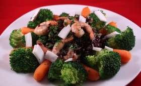 Crevettes, riz noir, légumes vapeur et noix de coco