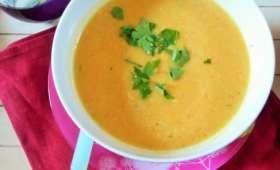 Soupe de chou-fleur, potiron et lentilles corail