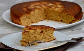 Gâteau au yaourt, pommes et sucre muscovado