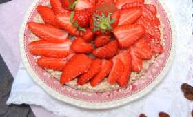 Tarte müesli aux fraises et goyave rose sans cuisson