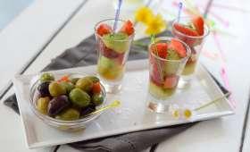 Salade en verrine de fraises et billes de concombre