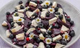 Salade de betterave, fromage de brebis et myrtilles