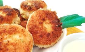 Croquettes de saumon et pommes de terre sauce crémeuse