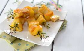 Brochettes de fruits rôties au romarin