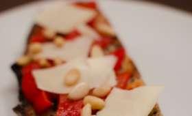 Tartines aux poivrons, au fromage de brebis et aux pignons de pin